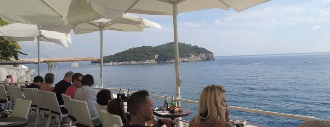 クロアチア縦断 夏の美しいアドリア海沿...