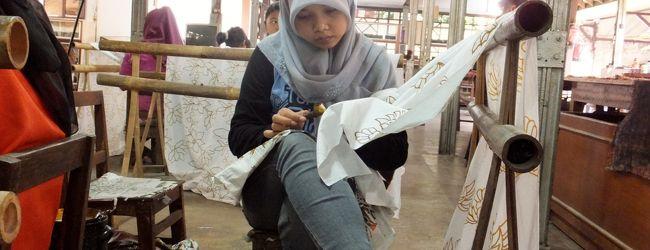 母娘のインドネシア旅行 バティック工場...