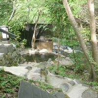 黒川の秘湯 奥満願寺の「藤もと」は野天風呂よし料理よし