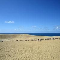 巨大すなばで砂遊び。