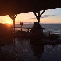 新潟・日本海沿いで美しい夕日が湯面に溶け込む絶景の[瀬波温泉]