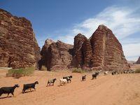 【ヨルダン�】月の谷、ワディラムで砂漠キャンプ