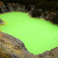 悪魔の浴槽にシャンパンプール?世にも奇妙な温泉地帯ワイオタプ