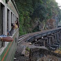 タイ04 カンチャナブリ: 泰緬鉄道 列車の車窓から