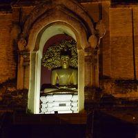 スロ−ライフチェンマイ〜ライトアップされた大仏塔〜チェディルアンを見に行った。