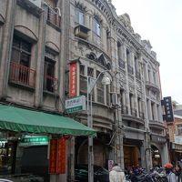 迪化街をあるく。台北で一番面白い街区。さまざまな商品が売られている。