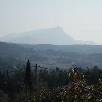 セザンヌがサント・ヴィクトワール山を描いた見晴台を訪ねる。