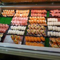 下関の台所「唐戸市場」へランチを食べに行って来ました!! お寿司、ふくのから揚げとても美味しかったです!! (^0^)