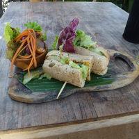 お得にビジネスクラスで行く初めてのバリ島♪(その3 お食事編)※基本安い食事です