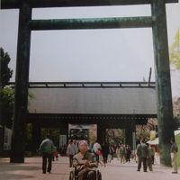 2002年(平成14年)4月桜の散りかけた千鳥ヶ淵 戦没者墓苑 靖国神社とコンサートに行きます。(平成15年3月 再訪します。)