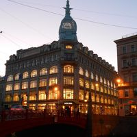 小さい秋 の サンクトペテルブルク に7泊:グルメと赤の橋