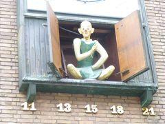 """ドイツの秋:26旧市街の縁起物二つ:""""金貨をひり出す男""""の像と仕立屋シュナイダーの像"""