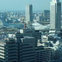 神戸で朝早くから開いているところ。それは,市役所。最上階の展望フロアは眺めが良くて,いいところです。