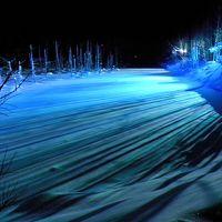厳冬の白金温泉 � 青い池の昼と夜