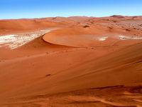 ナミビア赤い砂漠一人旅