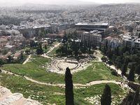 念願のアクロの丘に登るアテネ。