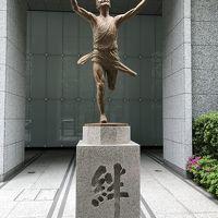 東京散歩・東京駅〜丸の内〜大手町周辺『箱根駅伝 絆の像』