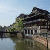 プティット・フランスは成立の暗い歴史から抜け出して,水辺の観光地となっていました。