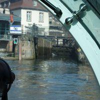 イル川クルーズに乗る。閘門を上下する乗船とは知らなかった。はじめての経験で,良かった。