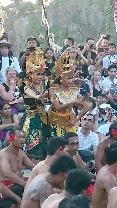 2018GW ウルワトゥ寺院ケチャダンスで頑張る初バリJ太くん