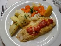 インスブルックの夕食は魚料理。海が遠いのに。