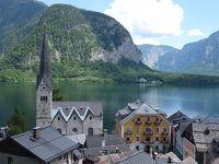 ハルシュタットの街歩き。ちょっと高いところから街と湖を望む。いかにも湖畔の街です。