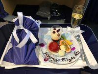ANAファーストクラスで行くサンフランシスコ � 更なるANAのサプライズプレゼントに感激♪ 成田国際空港−サンフランシスコ国際空港間の全日空NH8便のファーストクラス(ボーイング777-300ER)の機内サービス、半個室シート「ANA FIRST SQUARE」でワンランク上のフライト体験を! 機内の食事&デザート&アルコールをいただき至極の時間を過ごします (*´ω`*)