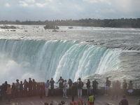 迫力あるナイアガラの滝(カナダ側)クルーズでびしょぬれ体験。楽しい街歩きもできました。