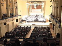 池辺晋一郎指揮「悪魔の飽食」合唱団バルト公演 バルトの空に響く平和の歌声 200名の合唱団がコンサート
