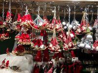 ウィーンのクリスマスマーケットとライトアップイルミネーション。