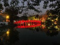 ベトナム航空エコノミークラスでハノイへ帰還、夜のハノイ散策