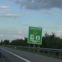 四日目の移動の画像ですが、 ハンガリー国境近くの看板。  ハンガリーは通貨がフォリントなので、 国境付近には両替所や高速券を販売する所がありました。