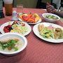コン・ケーンのコサ・ホテルでの朝食。もちろん2人分です。カ(ォ)・トム・ムー(豚のひき肉入りおかゆ)等を食べました。