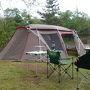 このキャンプ場はサイトの周りにも空間があり結構広々していますが今回は区画どおりの広さのサイトでした。 到着して30分ほどで設営完了しました。