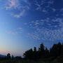 少しずつ空が明るくなってくる。 日が昇る前の空の色って神秘的。  こんな朝早くはまだ誰もいないので、昨晩の星撮影と同じくちょっとビビりながら撮影。。。