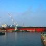 おはようございます。やってきたのは呉港の船乗り場。正面にあるIHIの造船所には今日も建造中の巨大なタンカーが。あれの進水式ってどんな様子なのでしょうかね?ネットで日時が公開されていないのですがいつか機会があれば見てみたいもの。