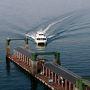 中央桟橋ターミナルの展望室。正面に造船所の見える港の風景など、結構ここからの景色は好きですがここで人を見かけたことがないのですよね?いつ来ても誰もいません。ちょうど対岸の江田島からの高速船が到着です。