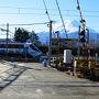 定刻通り9:55に到着。 駅にはフジサン特急、バックは富士山。