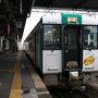 小牛田駅では仙台行きの電車が待っていてそちらへ乗り換える人が多かったのですが自分がここから乗るのはこちら、陸羽東線の鳴子温泉行きです。こちらも奥の細道に縁のある地を通るので車体にも「奥の細道」と書いてありますね。
