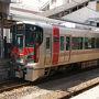 ●JR広島行き電車@JR呉駅  見た事の無い車両。 どうやら、新型車両のようです。 赤色が入って、かっこいいです!