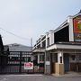 名古屋から車で1時間。岡崎にやってきました。 まずはカクキューさんの「八丁味噌の郷」を見学します。