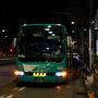 ということでジェットスターに乗るためにはまず成田空港まで行かなければなりません。今日はJRの終夜運転も行われているし、せっかく青春18きっぷにも判を押してあるので、去年犬吠埼へ行った時と同じく延々総武線の各駅停車で向かうことも考えましたが、乗り換えなしの便利さを取ってこちらを予約していました。成田空港行きの格安バス「東京シャトル」です。東京駅のバス停に着いたときには既に予約客が座り始めていて、予約のない人は寒い中を外で待たされていました。しかも予約してあれば900円のところ飛び込み客は2000円、絶対に予約しておくべきですね。