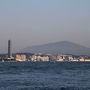 高速に乗るまでは関門海峡沿いの道を走っていくのでちょっと景色を撮るために車を下りてみました。対岸の下関市がすぐ近くに・・・ひときわ高い建物は海峡ゆめタワーのようです。