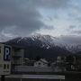 前日夜地元から高速で長野ICへ。そこから下道。合計3時間半で到着。 5:45起床というか目が覚めた。 雲がかかっていたが晴れそうな空模様。 早速スキー場前の駐車場へ向かいます。