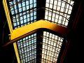 採光の窓.....。  我が国の『Ueno Station』.....にも似たような場所がある....。  文明開化に流行った、欧州式アールデコ調.....。  建物のちょっとしたところに残る....文化の香り....