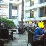 タシクラブの朝食会場。  街中ではなかなか比率が少なくなってきたものの、 ここばかりはまだまだ日本人ファミリーが多いですね。