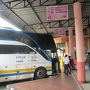 【2016年8月18日】  ラオスのパクセを出発。国境を越えてタイにやってきました。パクセから乗ってきた国際バスは特に渋滞もなかったのですがゆっくりと走り、国境の町チョンメックから2時間かけてウボンラチャタニのバスターミナルに到着しました。時刻は12時。私は近くに停まっていたタクシーをつかまえ市街の中心にあるラーチャタニ・ホテルへ向かいました。タクシーはメーター制でホテルまで60バーツでした。ホテルは前日に予約済みです。