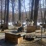 """バイカル湖に行った""""ついで""""に、 地理的に近いというだけで、シベリア鉄道で約1000�も離れた ウランバートルに立ち寄りました…  氷点下17〜20℃を記録したモンゴルで、 日本語ガイドによる日帰りツアーに参加(わたし専用)  まずは、テレルジ国立公園へ、犬ぞり体験へGo  犬好きにはたまらない、 シベリアンハスキー天国がありました!"""