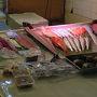 まだ時間が早すぎたのか、開いているお店が少ない中で いかにも市場らしい魚屋さん。