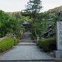 早朝の長谷寺。宿からは徒歩5分ほど。清々しい気分の散歩です。